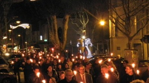 En route pour la messe de minuit de Noël via www.wat.tv