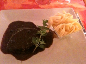 Joue de bœuf aux tagliatelles, sauce syrah myrtilles © Blandine Vié