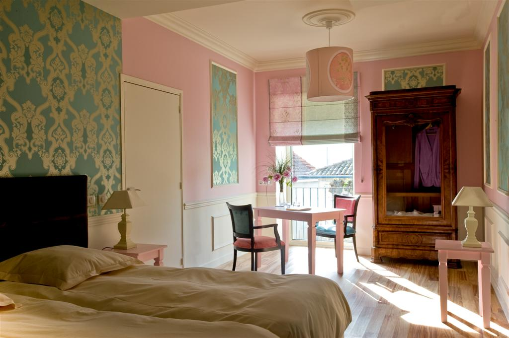 le relais de montmartre. Black Bedroom Furniture Sets. Home Design Ideas