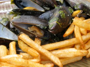 Moules frites via the-hobbits-kitchen.blogspot.fr