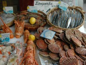 Poissonnerie du marché de la place Maubert en décembre via parisandbeyond-genie.blogspot.fr