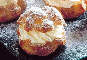 Choux à la crème Chantilly via kimachapatisseries.e-monsite.com