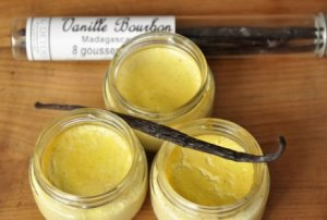 Petits pots de crème à la vanille via monquotidienautrement.com