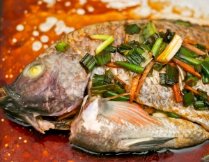 Poisson chinois (on mange aussi les yeux) via delicatesseny.typepad.fr