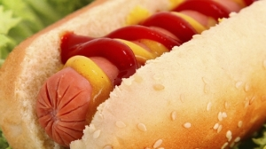 Hot-dog moutarde-ketchup via gulli.fr