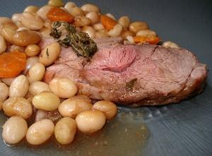 Selle d'agneau rôtie aux haricots via recettessimples.fr