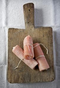 Petits rouleaux de couenne via kitchen-at-camont.com