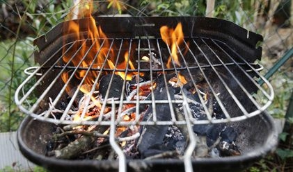 Barbecue à charbon de bois via radins.com