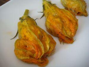 Fleurs de courgettes farcies via blog.recettes-2-cuisine.com