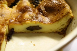 Far breton aux pruneaux via parmesanetpaprika.com