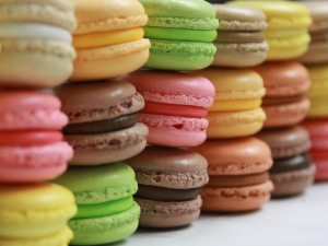 Macarons via coursdepatisserieparwebcam.blogspot.com