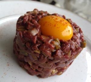 Tartare de cheval au couteau via recettes-pour-se-regaler.overblog.com