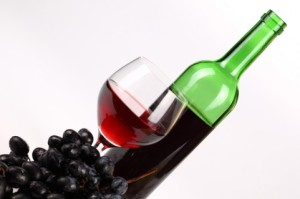 Verre de vin grappe bouteille via fr.freepik.com