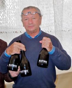 3 mains, 3 bouteilles © Michel Plante