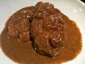 Rognon de veau entier sauce moutarde et tagliatelle © Blandine Vié