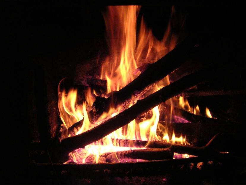 Bûche au feu via Sylvie Tribut