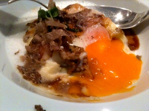 Œuf crémeux, lardo di Colonnata et crème de pommes de terre