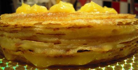 Gâteau de crêpes aux pommes via menuspropos.canalblog.com