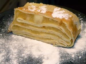 Gâteau de crêpes à la compote de pommes via lafamillejoly.fr