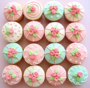 Cupcakes via mondedelamodeetsatrs.blogspot.com