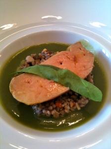 Foie gras de canard à l'oseille, légumes secs Tipiak aux olives taggasca © Greta Garbure