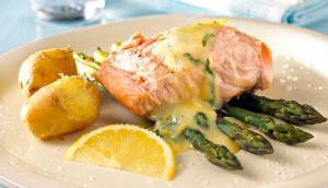 Saumon sauce béarnaise via salmonfromnorway.com