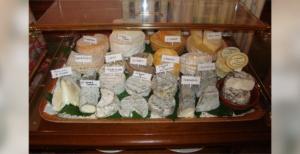Chariot de fromages via auberge-bon-terroir.fr