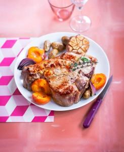 Cotes de veau aux abricots et oignons rouges