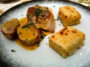 Gratin de macaroni à l'époisses fricassée de volaille de Bresse au vin jaune © Greta Garbure