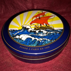 Boîte de caviar Petrossian © Greta Garbure