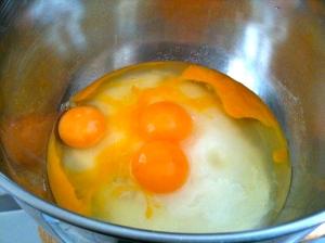 Casser les œufs sur le sucre © GretaGarbure