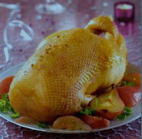 Oie d'Anjou rôtie avec ses poires au vin et éclats de pistache © Oie d'Anjou