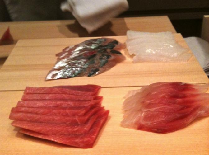 Tranches de poissons crus (sashimi) © Greta Garbure