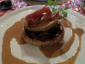 Tarte feuilletée aux cèpes et au foie gras, jambon croustillant © Greta Garbure