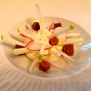 Époisses en crémeux salade de légumes © Greta Garbure