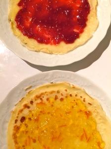 Crêpes marmelade de framboise et d'orange © Greta Garbure