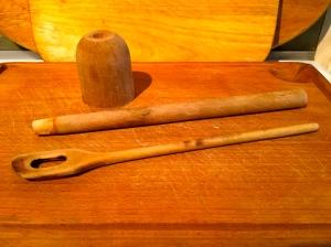 Presse-purée, cuillère en bois © Greta Garbure