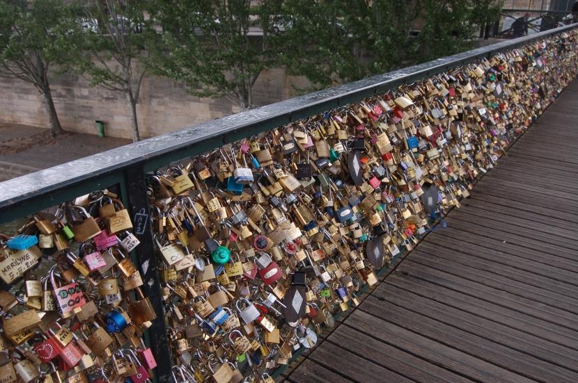 Le Pont des Arts via laphanetteauxpetitspois.fr