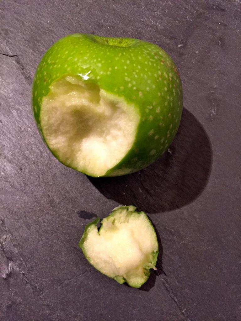 Morsure de pomme © Greta Garbure