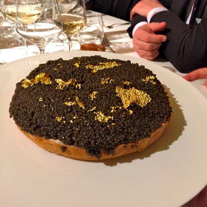 Tarte friande de langoustine au caviar (Yannick Alléno) © Greta Garbure