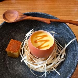 Œuf mousse, brioche au maïs, caramel au carvi et graines de fenouil © Greta Garbure