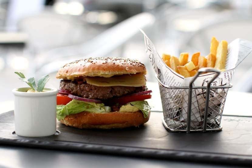 Le burger du Bar à viande branché Meating