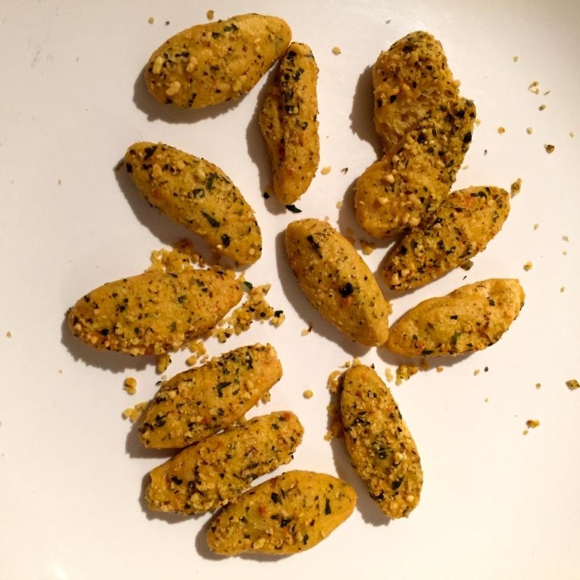 Biscuits salés aux herbes © Greta Garbure