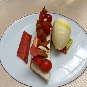 Dessert rhubarbe et fraises © Greta Garbure
