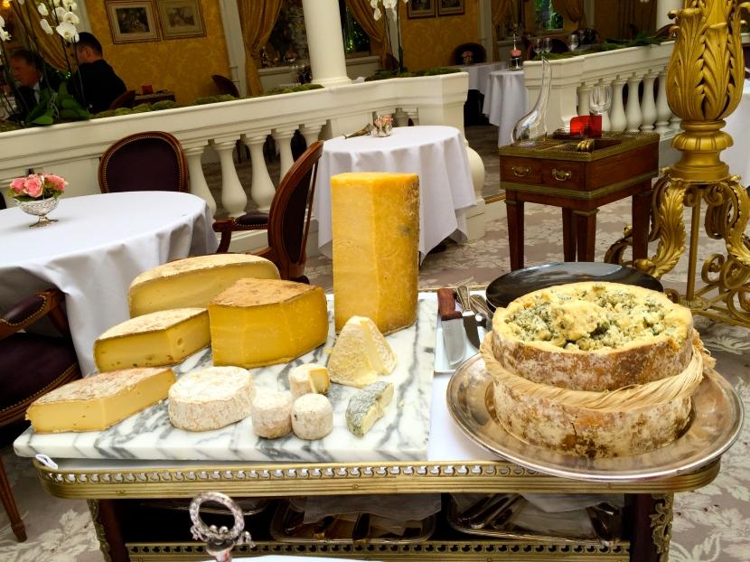 Le chariot de fromages © Greta Garbure