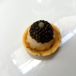 Tartare de bar et caviar © Greta Garbure