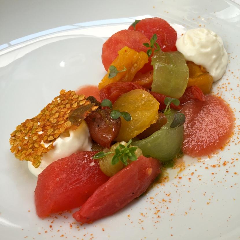 Tomates de Marmande mi-confites, huile d'olive, basilic © Greta Garbure
