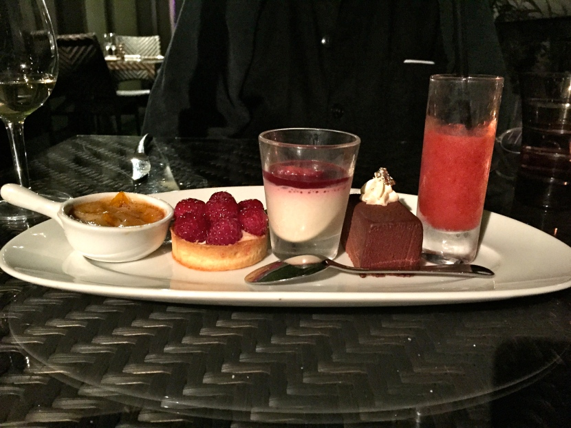 Assortiment de desserts © Greta Garbure