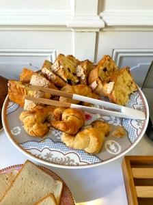 Pannettone et croissants © Greta Garbure