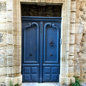 Porte bleue © Greta Garbure